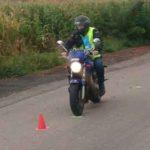 Jízda na motocyklu mezi kuželi | Autoškola Praha VIP